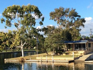 Yunderup Waterside Retreat - Enjoy relaxing with water views, boating or fishing