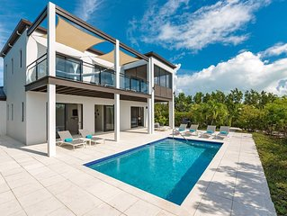 Ocean-View Private Villa: 5-Star Everything!