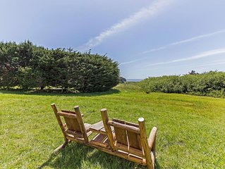 Peaceful seclusion with ocean view, patio, WiFi- Grateful Getaway