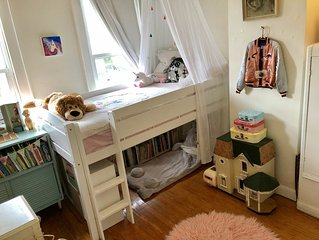 Vintage Victorian Row House - Min to NYC!