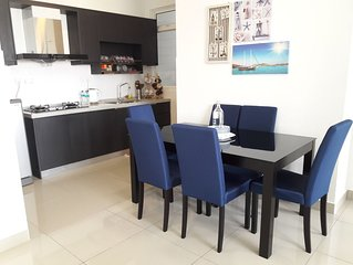 3BR2B Homestay with pool view, 2 Free parking,Free Gym Access