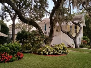 Close to Beach and Tarpon Springs Sponge Docks. Cottage on Spring Bayou