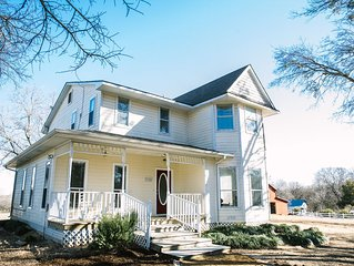 River Valley Place - Sleeps 18 in 2 farm houses.  McKinney country setting!