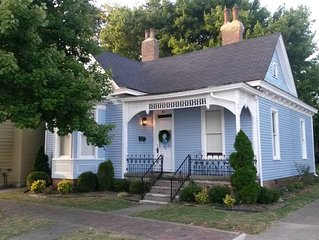 Bourbon Cottage, 2 BR, Downtown Historic Bardstown next to Bakery!