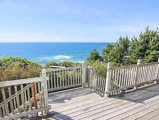 Incredible panoramic ocean views, a spacious open floor plan, large living room!