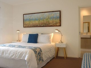 Walk to Beach and Golf from Sunlit Relaxed Style Beach House - Sleeps 8 Guests