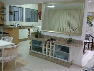 Ap. Amplo de 2 quartos, lindo e confortável