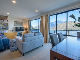Goldfields Gem - 3 bedroom house with panoramic lake and mountain views