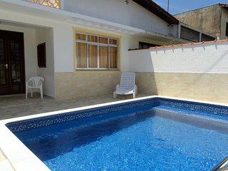 Casa com piscina , 3 quartos. Centro e praias. Pacotes sob consulta.