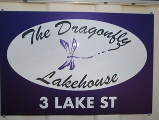Dragonfly Lake House – offers a relaxing holiday with postcard views.