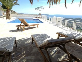 Infinity Blue Suites - Seaview Bungalow with pool