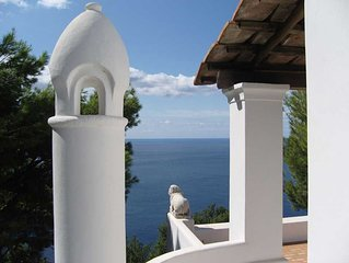 4 bedroom Villa, sleeps 9 with Pool, Air Con and FREE WiFi