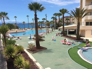 Super location luxury 2 bed apt on sea front sea view free WIFI 43' TV with pool