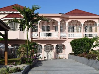 Rayann's Place 2 Bedroom Apartment, Ocho Rios