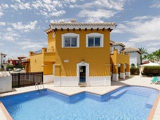 Luxury 4 Bedroom Villa, Large Heated Pool, Integrated Jacuzzi