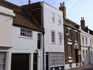 Tastefully refurbished holiday home on quaint Middle Street
