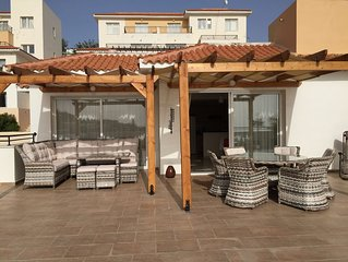 Large Terrace, Sea Views, Shared Pool, Free WiFi, UK TV Package, Air Con, Lift