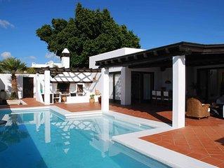 Los Helechos, Villa con encanto, piscina con hidromasaje y gran terraza cubierta