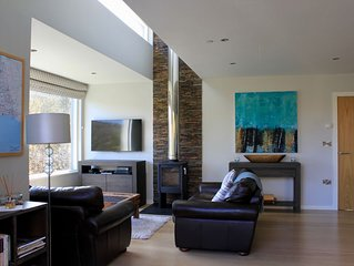 Stunning Contemporary Holiday Home with Hot Tub Close to Beach and Coast Path