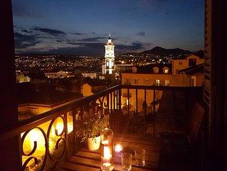 Verborgen in 't oude gedeelte van Nice, met een waanzinnig uitzicht over de stad