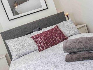 Suburban Hub - Three Bedroom House, Sleeps 6