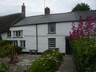 Traditional Quaint Sea Side Cornish Cottage in Conservation Area