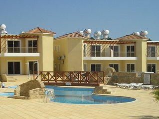 MODERN SPACIOUS 2 BEDROOM APARTMENT, 2 BATHROOMS, PATIO AREA, LAGOON PO0L