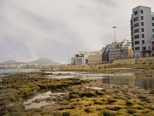 Nice and spacious flat in the Beach of Las Canteras. Ideal for families