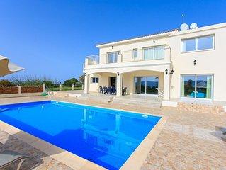 Villa Achilleas Chrystalla: Large Private Pool, Sea Views, A/C, WiFi, Eco-Friend