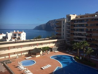 Stunning views in popular, modern complex. Beach, bars &  restaurants 5 min walk