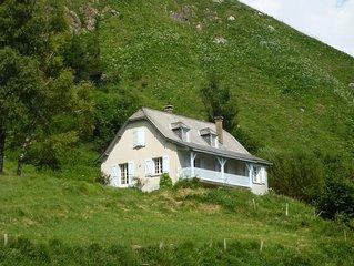 Maison avec superbe panorama sur un cirque de montagnes