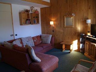 2 bedroom/2 bathroom, sleeps 8. Ski in/out next to ski school, shops/restaurants