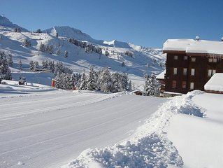 ski in/ski out fantastic village location next to ski school and shops, bars etc