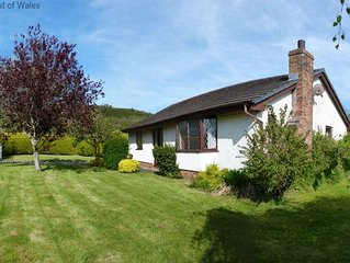Detached cottage less than half a mile from lovely Cei Bach beach and just 2 mil