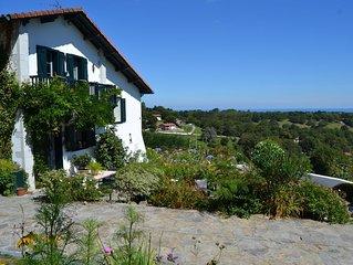 Peroch-Baita chambre d'hôtes de 2 à 4 pers Bed and Breakfast vue mer à 4km plage