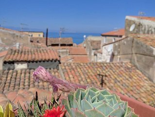Dimora tipica in centro con terrazzino vista mare e cattedrale
