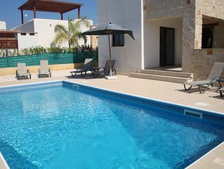 Luxury Villa by the sea, with private pool and internet