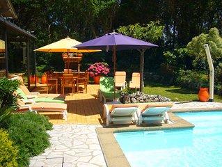 A 150 m de la plage, très agréable villa, piscine chauffée, idéale pour les vaca