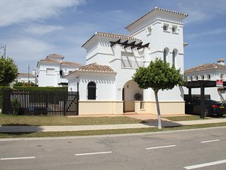 MAGNIFICENT 3 BED, 3 BATH VILLA WITH HUGE HEATED POOL, JACUZZI, WIFI & SKY TV
