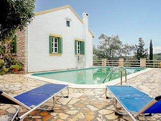 2 bed 2 bath villa w/private pool, quiet and great for walkers, free A/C & Wifi.