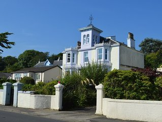 Shorefront apartment with private parking 1km town centre Dunoon, sleeps 6, no p