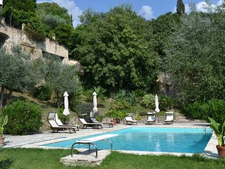 Apartment (Sleeps 2 or 4 ) with pool and short walk to town