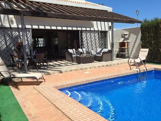 Villa with private pool , 2 bedrooms, 2 showers rooms sleeps 4 frontline golf