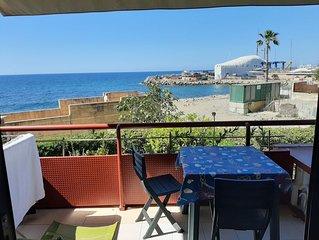 Bel monolocale con terrazza sul mare e piscina condominiale ,ecampo da tennis