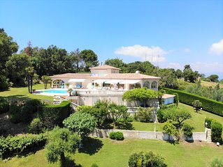Splendid villa with pool and breathtaking sea views in the hills above Mandelieu