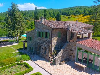 Fonticchio: Luxury Villa With Superb Views, Infinity Pool, Air-con. Free Wifi