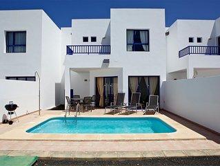 Villa con piscina privada, Sat. y Wifi en Marina Rubicon a 400 m de Playa Dorada