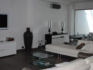 Central Nice, quiet, stunning 5 bed, 6 bath 'loft' house, parking, 100m to beach