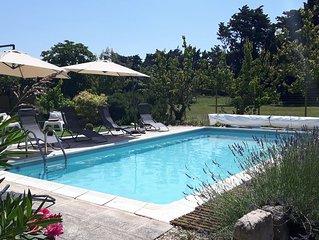 En Provence, maison en campagne pour 6 personnes avec piscine.