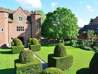 From L37.50pppn. Luxurious hideaway for four in one of the finest 16th century g